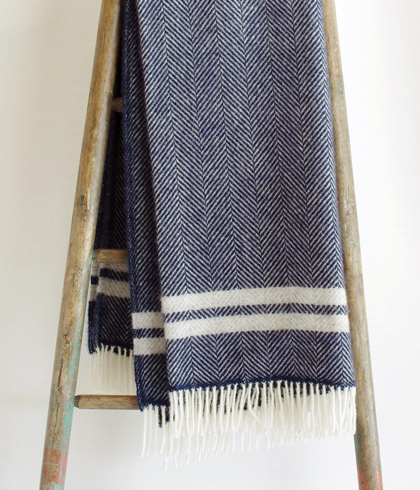 Tweedmill Throwket【Fishbone Stripe Navy】 / ツイードミル ブランケット【ネイビー】